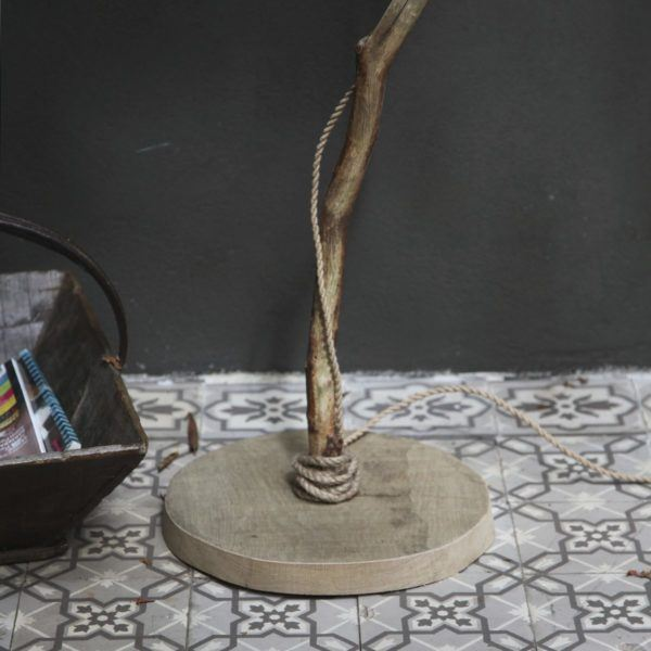 trä golvlampa DutchDilight med ekfot