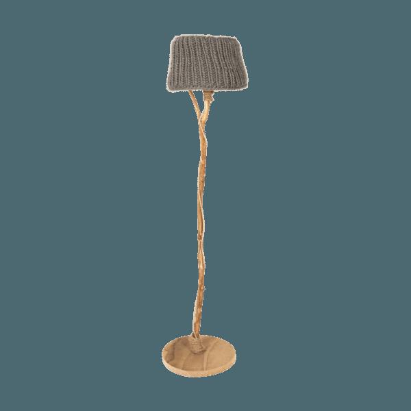 Golvlampa trä stickade lampskärmen taupe