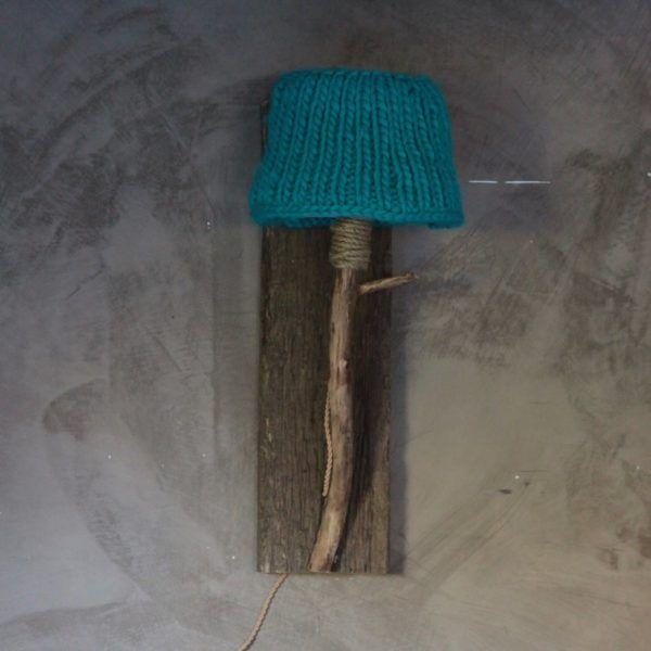 travagglampa rustik turkos stickade lampskarmen