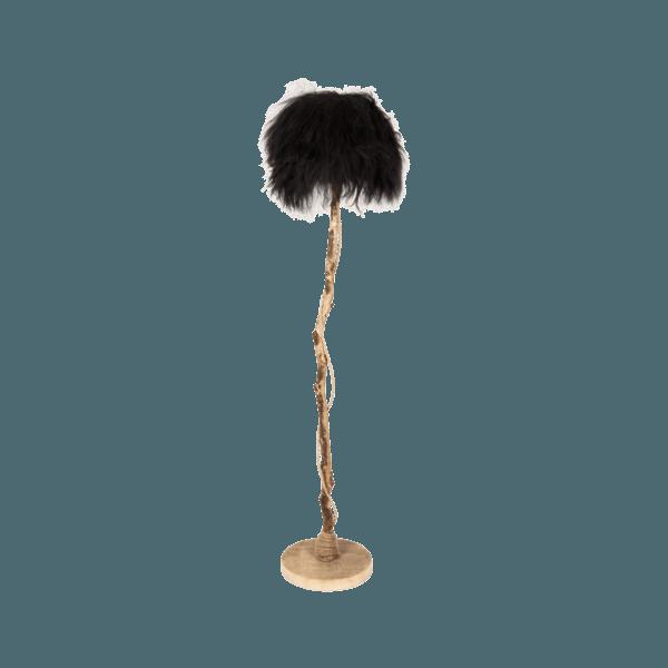 golvlampa av ek med lampskärmen från svart isländskt fårskinn.