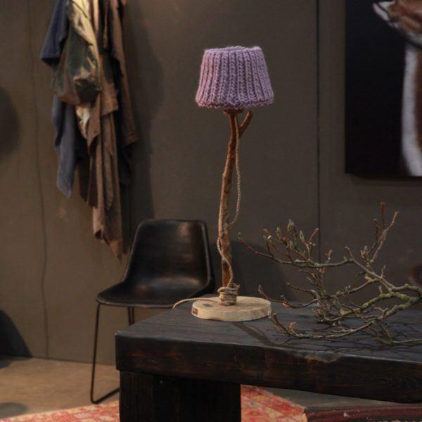 Bordslampa trä landstil lilla