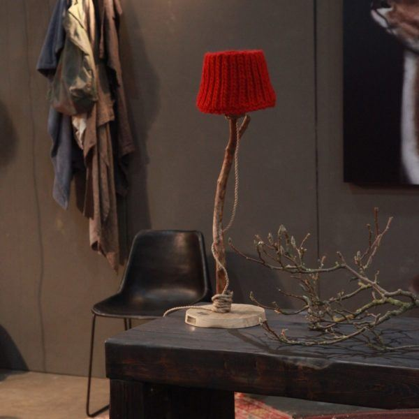 Bordslampa trä röd Dutch Dilight