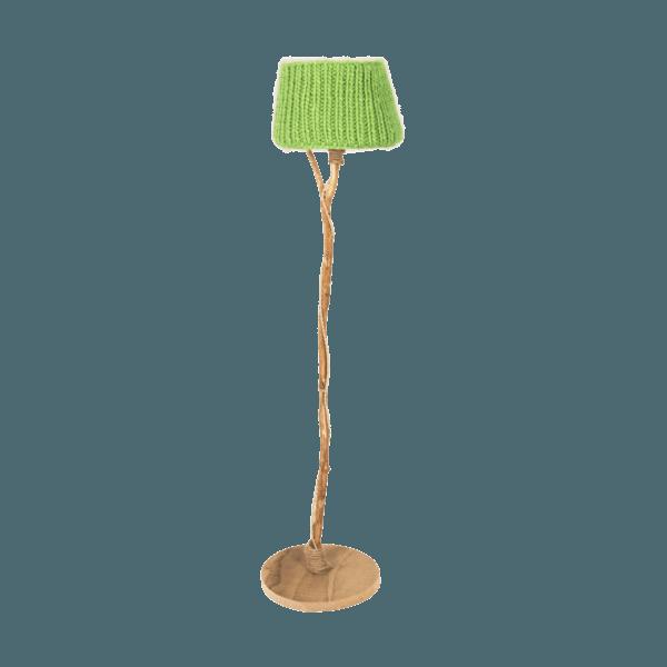 trä golvlampa träfot stickade lampskärmen äppelgrön