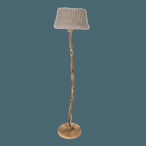 trä golvlampa stickade lampskärmen beige