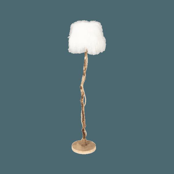 golvlampa av ek med lampskärmen från vit isländskt fårskinn