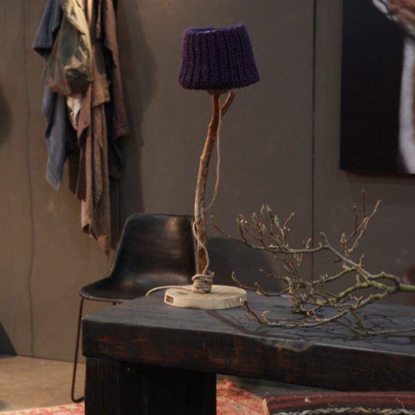 Bordslampa trä violett rustik